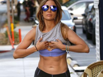 Jennifer Lopez'in Kum Saati Vücudu Nasıl Kazanılır?